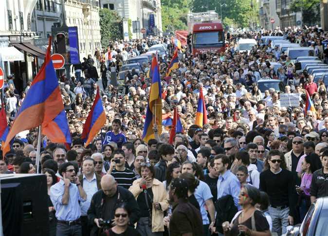 موكب فرنسي لإحياء الذكرى ال95 لمجزرة القتل الجماعي للأرمن على يد الجيش العثماني ، 24 إبريل 2010 , تعود هذه المجزرة عندما قامت السلطات العثمانية بإبادة أكثر من مليون و نصف من الأرمن ،وتهجير المتبقي إلى سوريا و لبنان و فرنسا عام 1915 . - صورة أرشيفية
