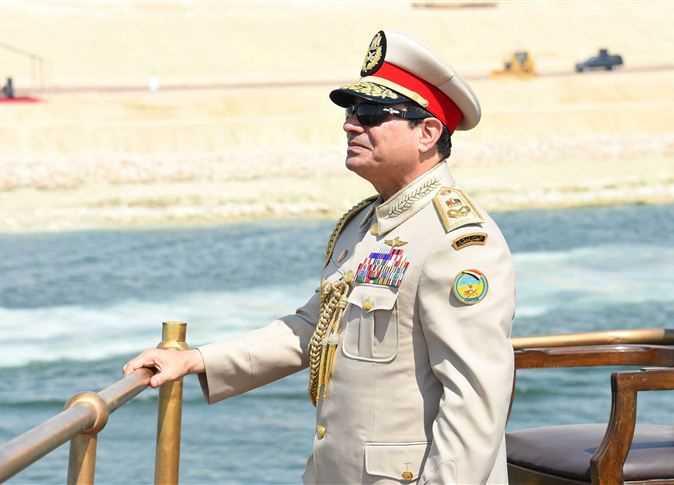 السيسي بالزى العسكرى على يخت المحروسة، فى الاحتفال بافتتاح قناة السويس الجديدة، 6 أغسطس 2015.
