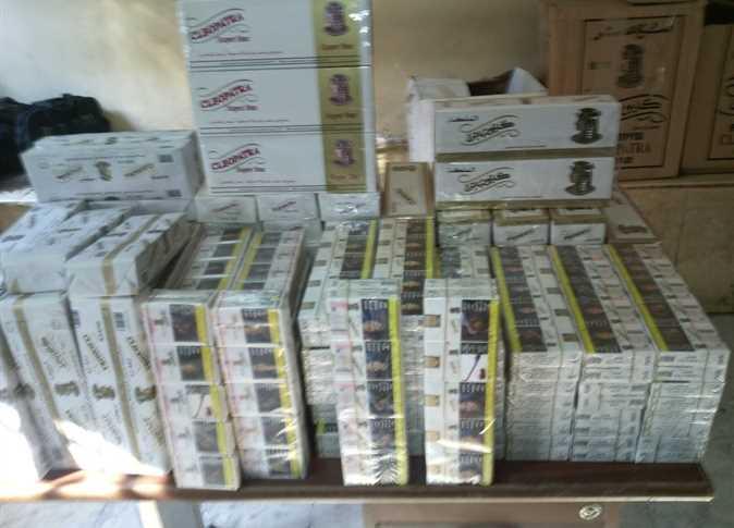 ضبط امين مخز ن لقيامه بتخزين السجائر ومنع بيعها للجمهور بالمنوفية - صورة أرشيفية