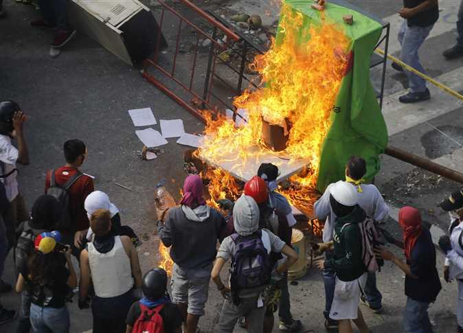 استمرار الاشتباكات بين قوات الأمن الفنزويلية والمتظاهرين المعارضين للرئيس نيكولاس مادورو - صورة أرشيفية