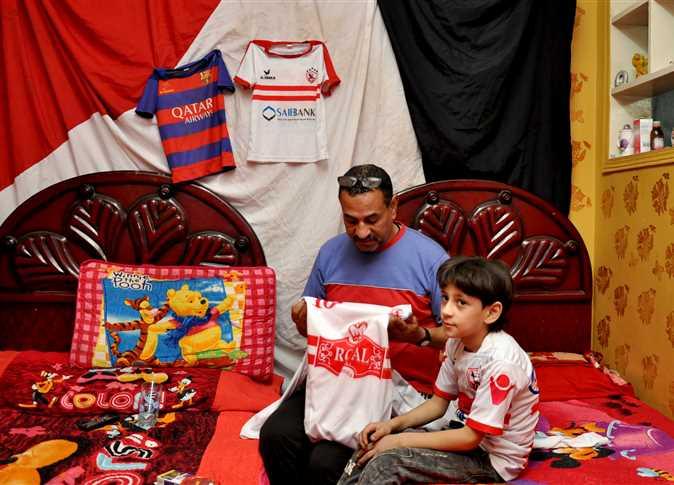 والد مشجع الزمالك كريم رجب. تصوير: محمود الخواص