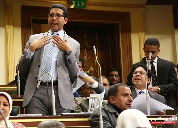 النائب هيثم الحريري يتحدث منفعلا خلال الجلسة العامة لمجلس النواب في 4 مارس 2018 - صورة أرشيفية