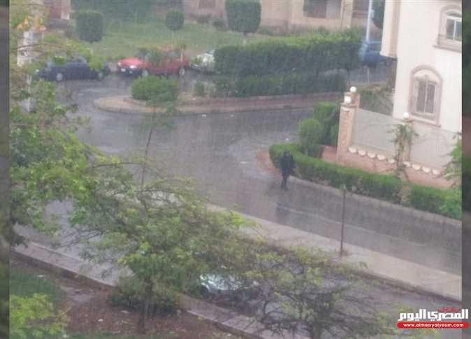 الأمطار تشل حركة المرور في القاهرة الجديدة