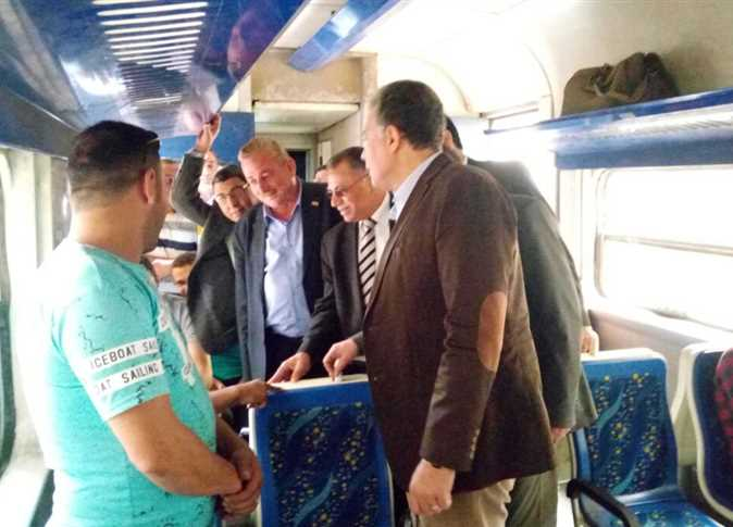 وزير النقل يتابع قطارات السكة الحديد - صورة أرشيفية