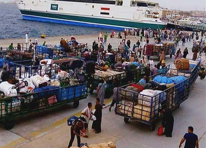 ميناء الغردقة يستقبل آلاف المصريين العائدين من الخليج