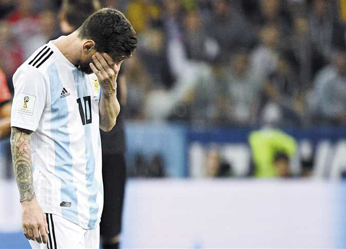 ليونيل ميسى فى حالة من الصدمة خلال مباراة الأرجنتين وكرواتيا