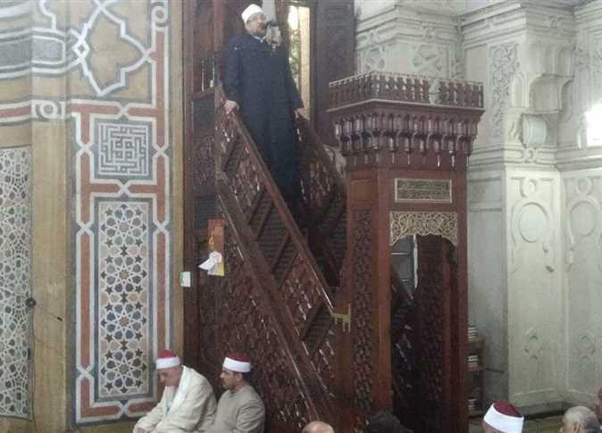 وزير الاوقاف يؤدى خطبة الجمعة في مسجد القائد ابراهيم