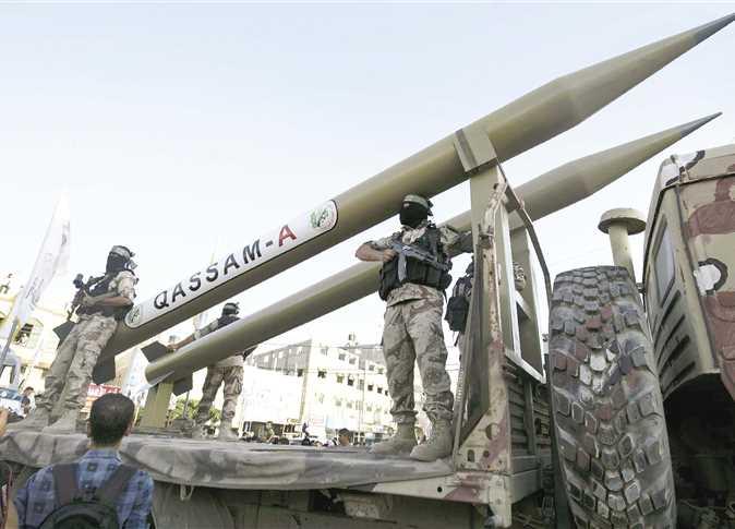 كتائب عز الدين القسام تستعرض صواريخها فى قطاع غزة