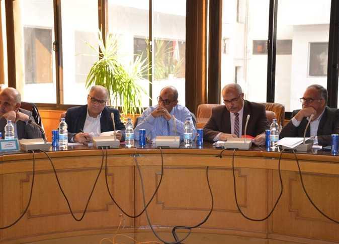 رئاسة محافظ الإسماعيلية للجلسة رقم (84) لمجلس إدارة المنطقة الحرة العامة الاستثمارية - صورة أرشيفية