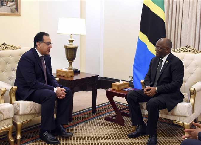 رئيس الوزراء يشارك في احتفالية توقيع عقد إنشاء مشروع سد ستيلجر بتنزانيا
