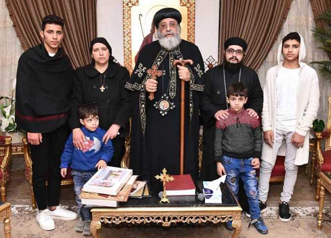 لقاء البابا مع أسرة ضحيتى المنيا فى وادى النطرون