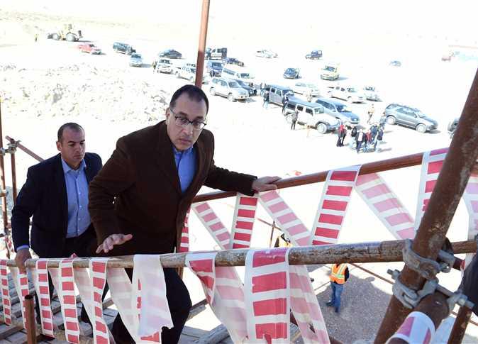 الدكتور مصطفى مدبولي رئيس الوزراء يتفقد مشروع مدينة العلمين الجديدة - صورة أرشيفية