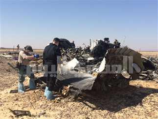 المحققون الروس في موقع تحطم الطائرة الروسية بسيناء، 1 نوفمبر 2015.