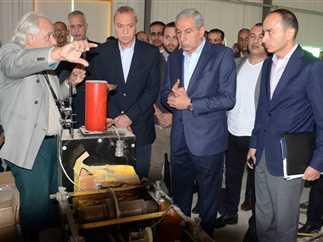وزير الصناعة ومحافظ قنا يتفقدان إنشاءات مصنع الطاقة المتجددة بمنطقة قفط الصناعية، 3 ديسمبر 216.