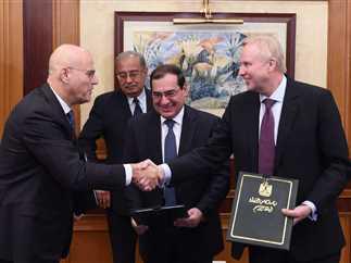 توقيع بروتوكول بين وزارة البترول وشركة إينى الإيطالية، 13 فبراير 2017.
