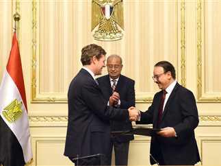 رئيس الوزراء يشهد توقيع اتفاقية بين وزارة الاتصالات وشركة «فيزا» العالمية، 16 مايو 2017.