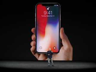 الإعلان عن هاتف «أيفون إكس» خلال مؤتمر شركة أيفون للإعلان عن منتجاتها الجديدة بمدينة كاليفورنيا الأمريكية
