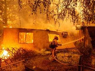 حرائق ضخمة تدمر نحو 20 ألف فدان في ولاية كاليفورنيا الأمريكية
