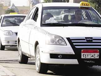 التاكسى الأبيض إحدى أهم وسائل المواصلات الخاصة