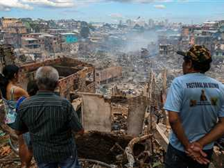 حريق هائل يدمر نحو 600 منزل خشبي في حي إيدياندوس بمنطقة الأمازون بالبرازيل
