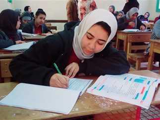 امتحان الفصل الدراسي الأول للثانوية العامة بالنظام الجديد «open book» في كفر الشيخ