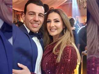 نشرت الفنانة دنيا سمير غانم صورة جديدة بصحبة زوجها الإعلامى رامى رضوان.