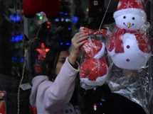 الإقبال على شراء زينة الكريسماس بالقاهرة، 22 ديسمبر 2016.