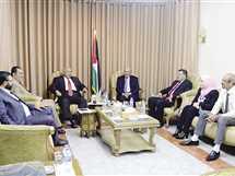نائب رئيس حكومة الوفاق مع عدد من الوزراء - صورة أرشيفية