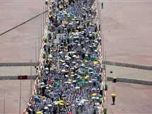 الحجاج المسلمون يشاركون في منسك رمى الجمرات، في منى بالقرب من مكة المكرمة.