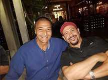الفنان هشام عباس ينشر صورة مع الفنان حميد الشاعري خلال عيد ميلاد الأول