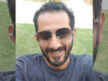 نشر أحمد حلمي سيلفي جديد له، وعلق: إنت..أيوه إنت.. ياسيدي أنا بتضحك إنت..ماتضحك كده..هه..طيب