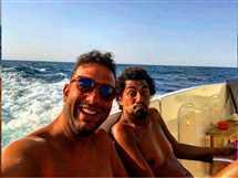 نشر الكابتن أحمد حسام ميدو سيلفي يجمعه بأحد أصدقاءه في الجونة