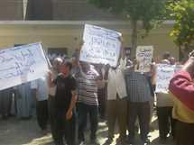 عمال «المصرية للمقاولات» بقنا يطالبون بإقالة رئيس الشركة: «ارحل يا حجازي» (صور)