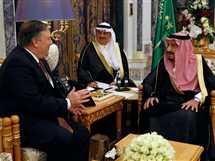 الملك سلمان يلتقى وزير الخارجية الأمريكى بالرياض
