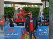 نشر الفنان فتحي عبدالوهاب صورة من مشاركته في مهرجان أيام قرطاج السينمائي