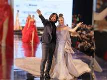 ظهرت نيكول سابا ترتدي فستان زفاف مرصع بالألماس من أعمال المصمم هاني البحيري، في ختام الديفيليه العاشر