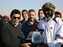 وزير الرياضة يقود ماراثون دراجات للشباب العربي في سفح الأهرامات