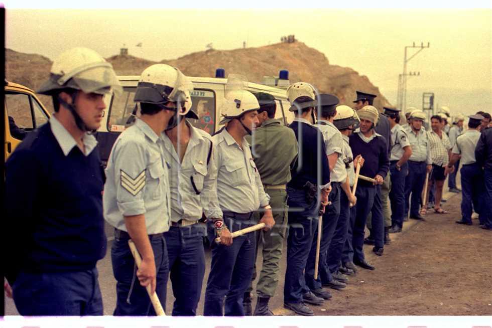 تنظم الخروج:  الشرطة الإسرائيلية هذه المرة لا يتم حشدها لقمع الشعب الفلسطينى وإنما لتنظيم الخروج إلى تل أبيب انطلاقا من طابا.